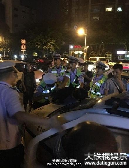 涉毒驾男子撞车后欲逃被交警抓获. @德阳城市新媒 图-涉毒男驾套牌图片